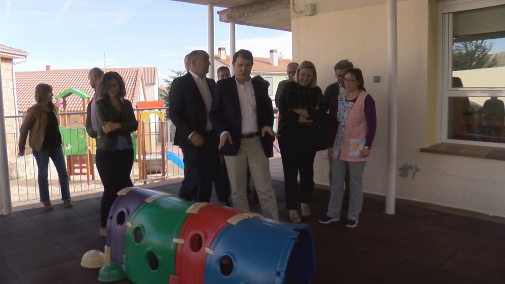 El presidente de la Junta visita la Escuela Infantil de Otero de Herreros