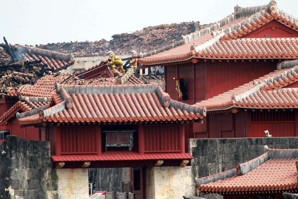 Arde el castillo japonés Shuri
