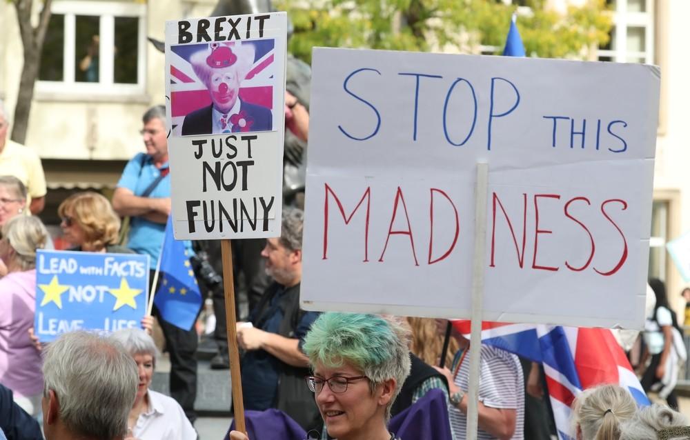 Los abucheos 'anti-Brexit' pueden con Johnson
