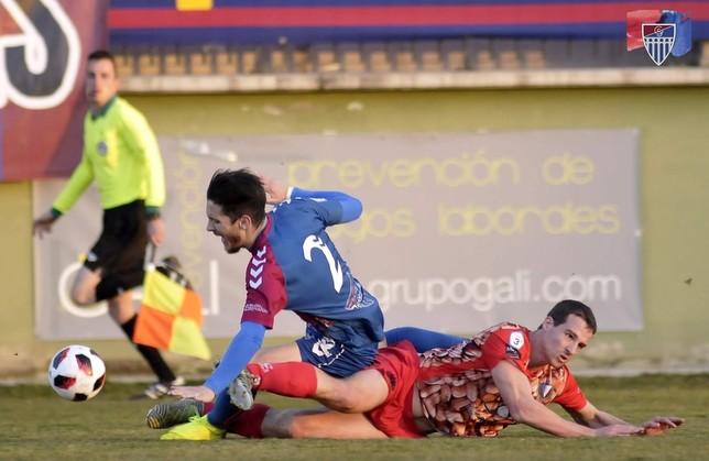 El gimnástico Adrián cae ante Gabri. Juan Martín-Gimnástica Segoviana