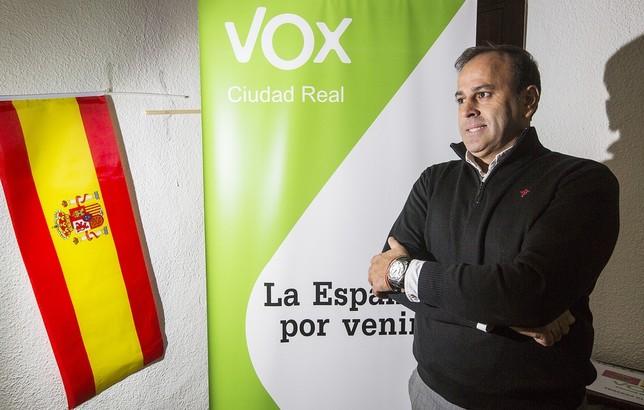 Una comisión se hará cargo de Vox tras dimitir su presidente