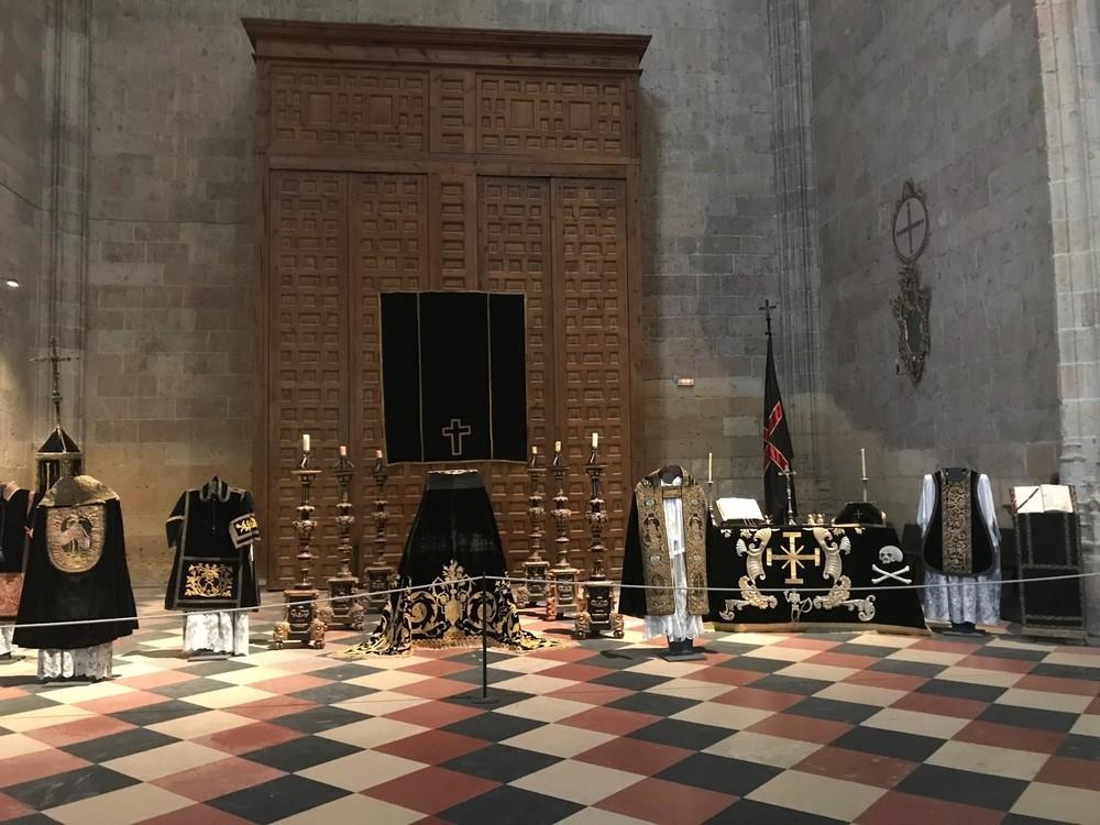 La Catedral de Segovia vuelve a exhibir el túmulo funerario