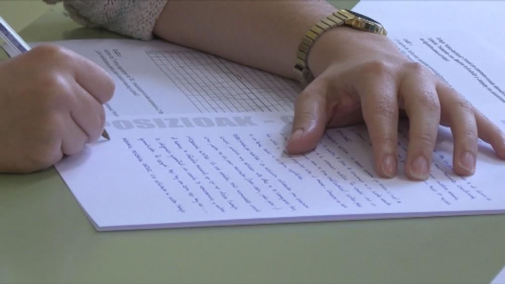 El TSJN no anula las plazas en euskera de Educación y Salud