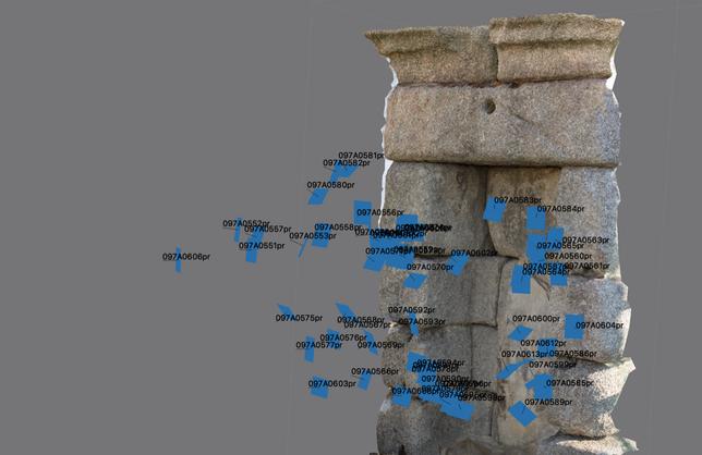 Captura de la documentación 3D de la hornacina del Acueducto tras la retirada de la Virgen. Permite observar las posiciones de las imágenes tomadas para la creación del modelo 3D.