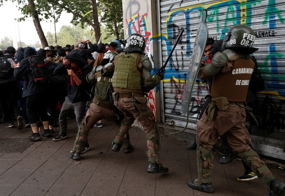 'Superlunes' de protestas en Chile en medio de un terremoto