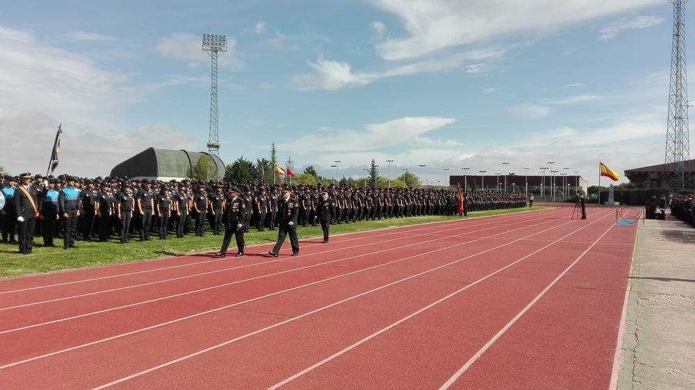 3.000 policías alumnos celebran por primera vez a su patrón