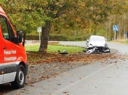 Herido grave tras chocar contra un árbol en Azoz