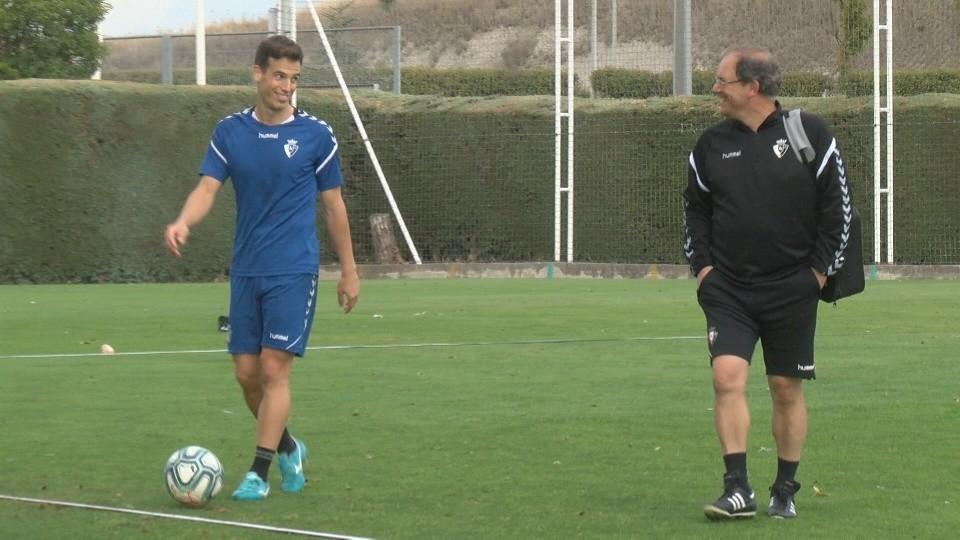 Momento en el que Íñigo Pérez concluye el entrenamiento de este miércoles