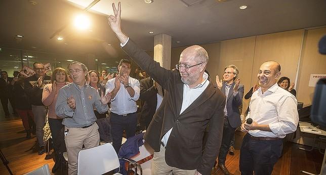 El diputado Francisco Igea celebró su último acto en Arroyo (Valladolid) ante 150 personas que lo recibieron con aplausos