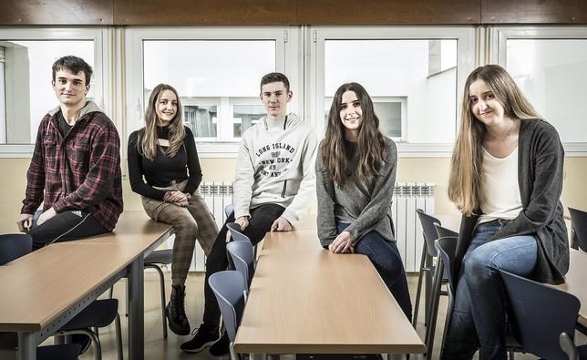 Estudiantes brillantes en economía, geografía y matemáticas [Eugenio Gutierrez Martinez.; Eugenio Gutiérrez];