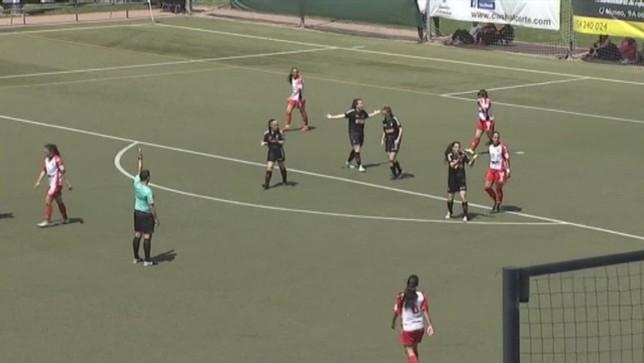 Momento de la protesta del gol mal anulado a Osasuna femenino