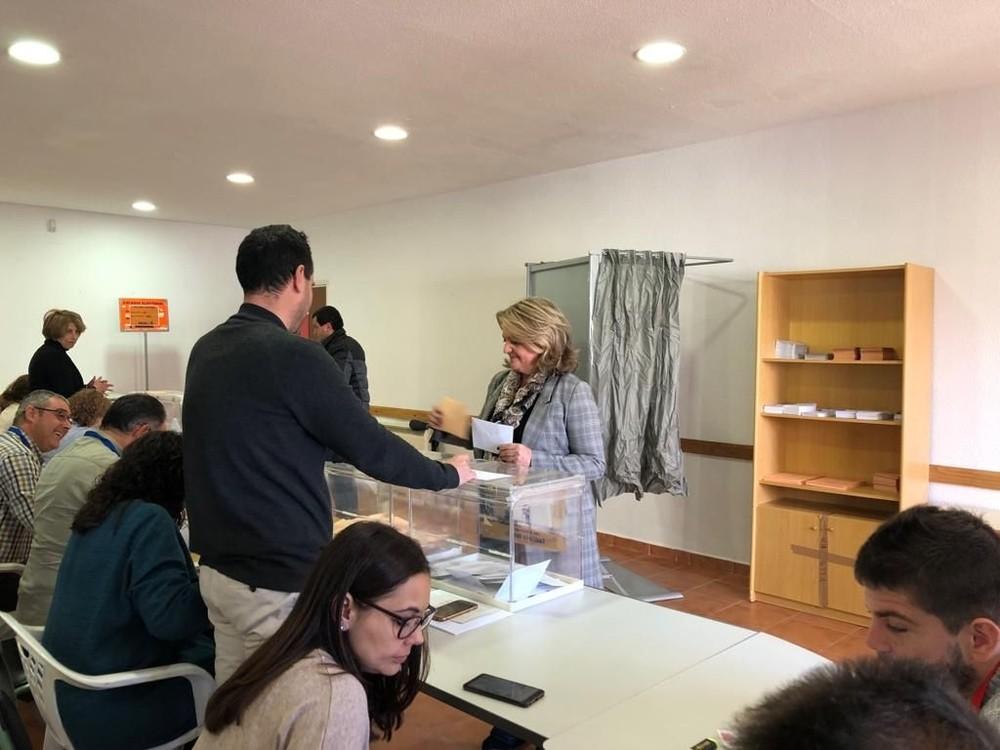 Bonilla deposita el voto en el antiguo centro social de Tarancón
