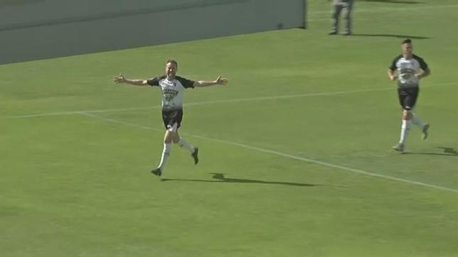 Víctor Bravo celebra el primero gol ribero NATV