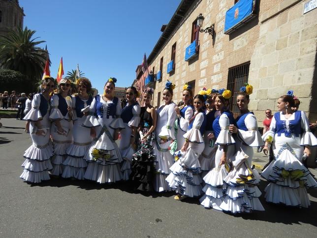 5.000 participantes engrandecen el desfile de San Isidro