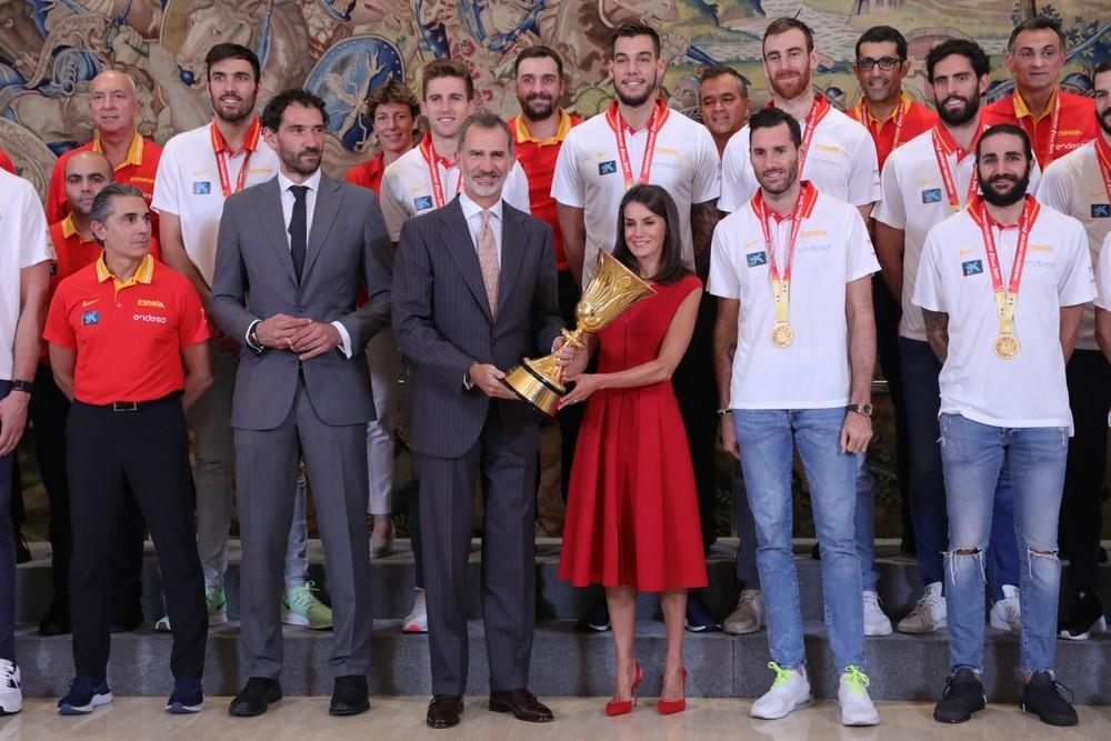 Los Reyes reciben a la Selección Española de Baloncesto