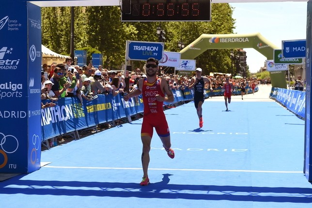 Roberto Sánchez se cuelga el bronce mundial