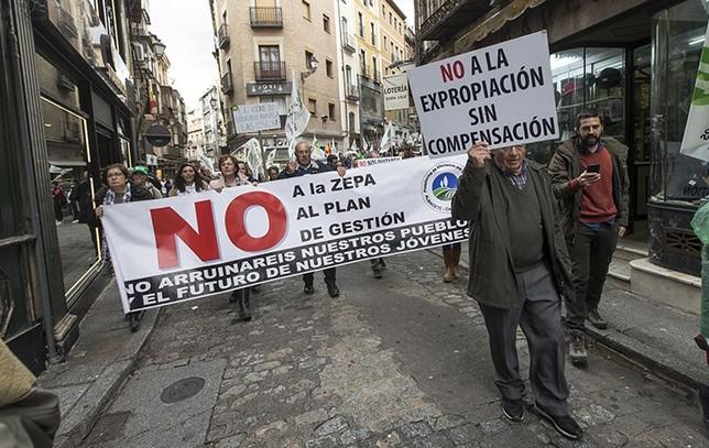 Se sumaron a la protesta plataformas de Agricultura Ecológica y afectados por los planes ZEPA y la plaga de conejos. Yolanda Lancha