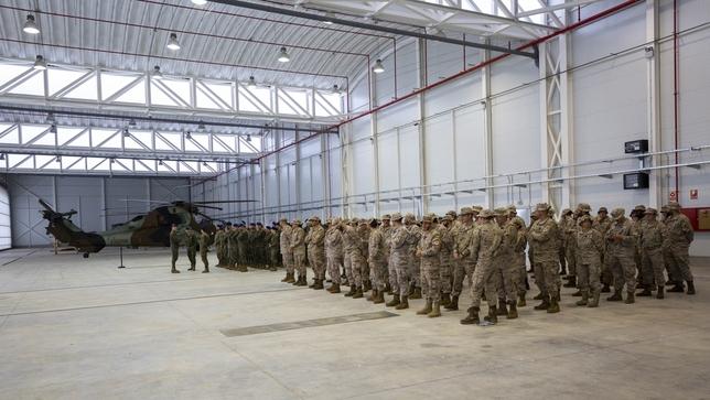 La despedida tuvo lugar en uno de los hangares del helicóptero de combate Tigre , en la Base de Almagro