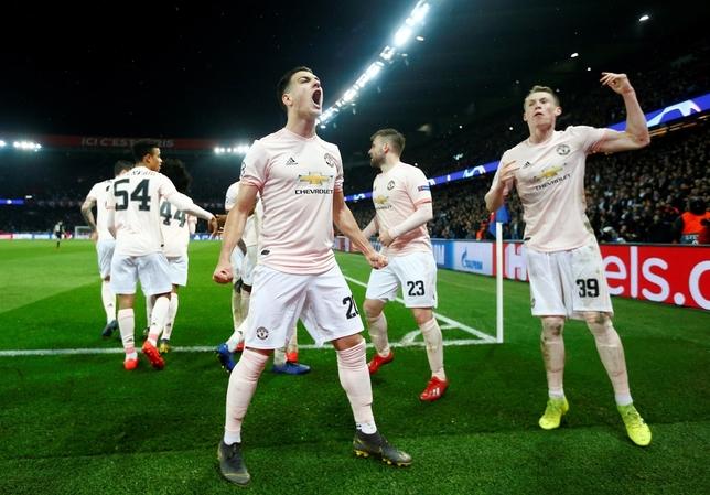 Manchester United y Oporto pasan a cuartos