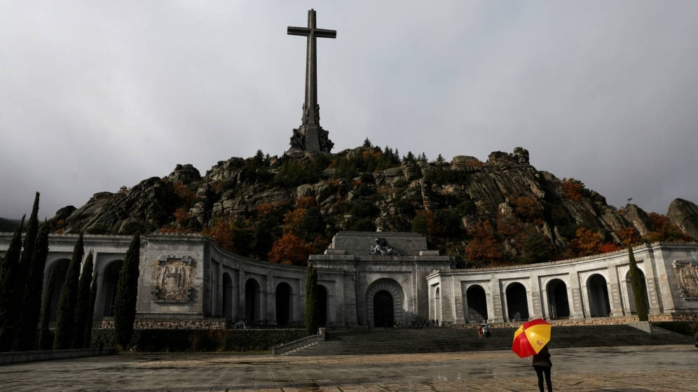 El prior no se opondrá a la exhumación de Franco