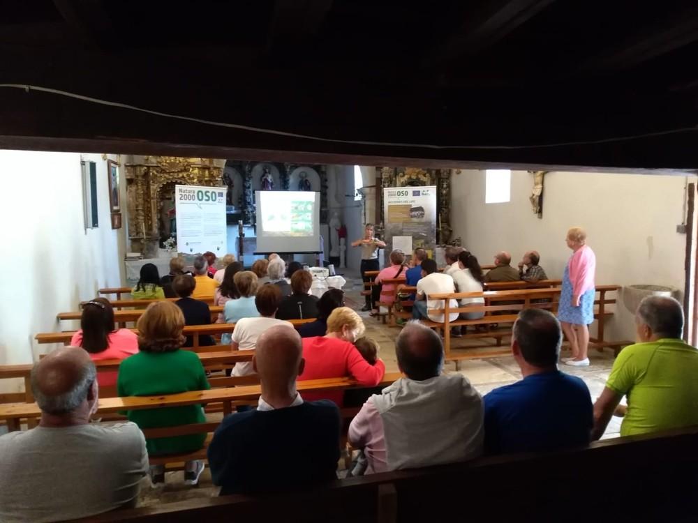 Imagen de una de las charlas impartidas por la FOP en la Montaña Palentina este verano.