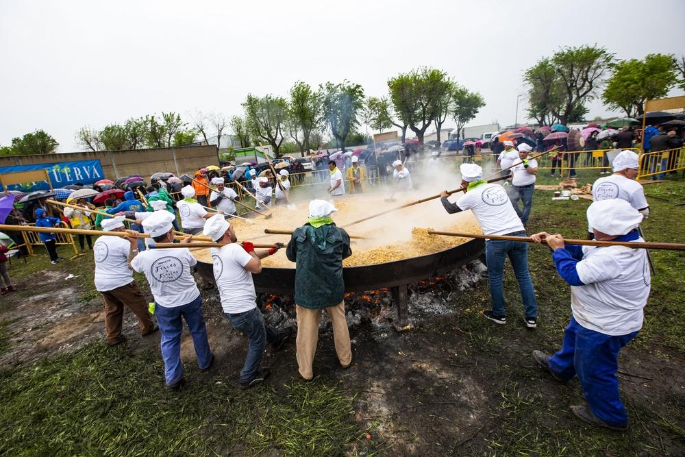 reparto y elaboración de migas en las fiestas de carrión deCalatrava