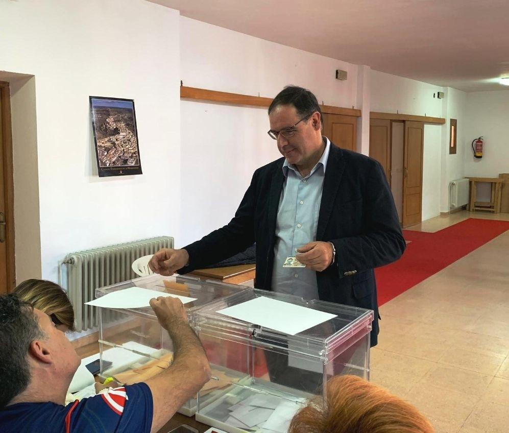 Benjamín Prieto ejerció su derecho al voto en el centro social de  Fuentelespino de Haro