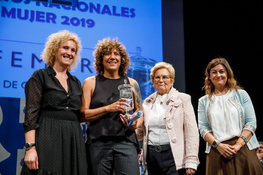 Rosana pone a cantar a más de 400 mujeres rurales en Segovia