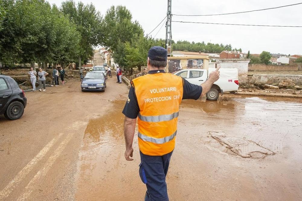 Voluntarios de Protección Civil, servicios de emergencias y fuerzas de seguridad trabajaron sin descanso.