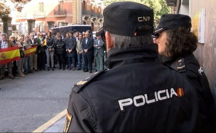 Pamplona se concentra en apoyo a los policías de Cataluña
