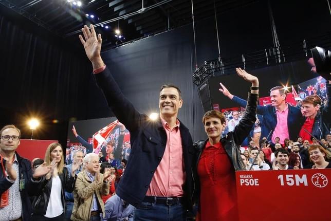Sánchez, en Pamplona,con los socialistas navarros