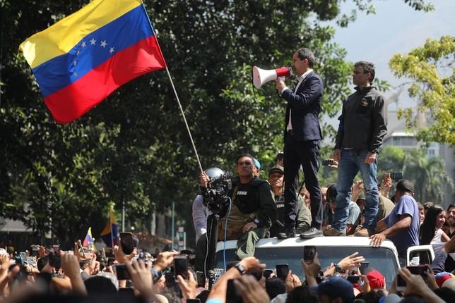 Guaidó arenga al pueblo desde su bastión caraqueño