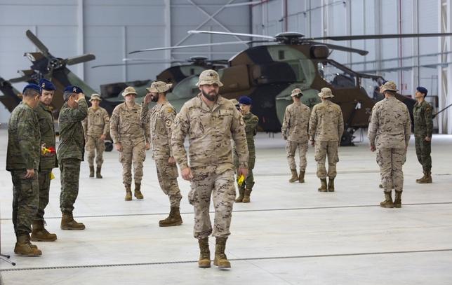 El jefe interino de las FAMET saludó uno a uno a todos los soldados del contingente