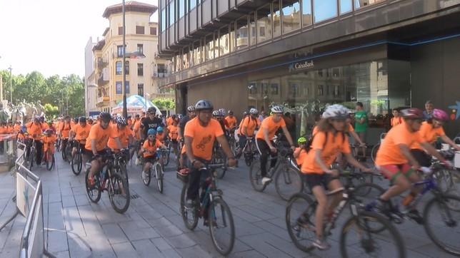 Marea naranja de bicicletas en Pamplona un año más
