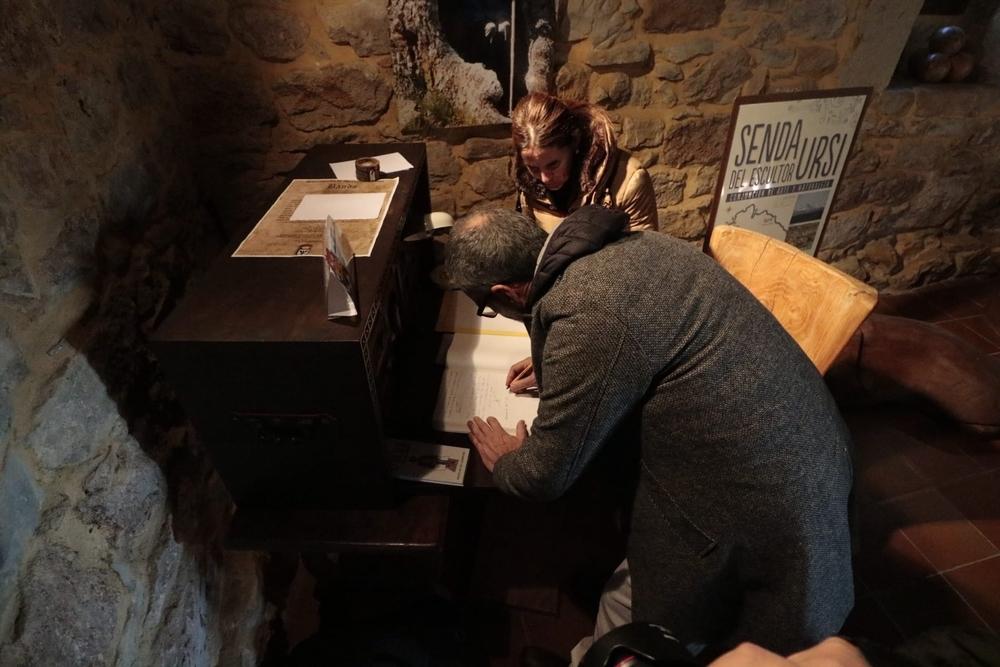 Fesser descubre su placa junto al Museo de Ursi