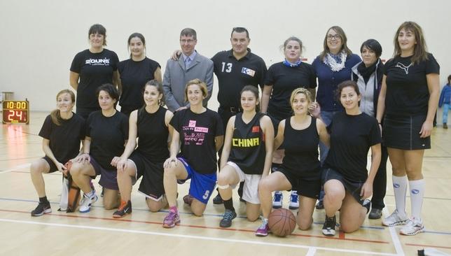 Con el equipo femenino de grandes jugadoras veteranas, en 2015.