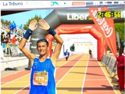 José Javier Sobrino, tras cruzar la meta en una edición del Quijote Maratón.