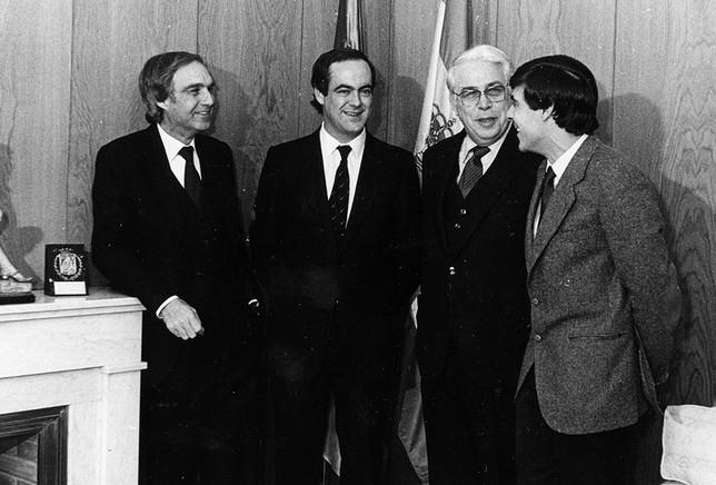Los tres presidentes preautonómicos de CLM, Fernandez Galiana, Payo y Fuentes, junto a Bono.