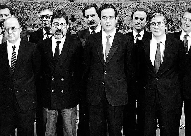 Primer Gobierno autonómico, presidido por José Bono.