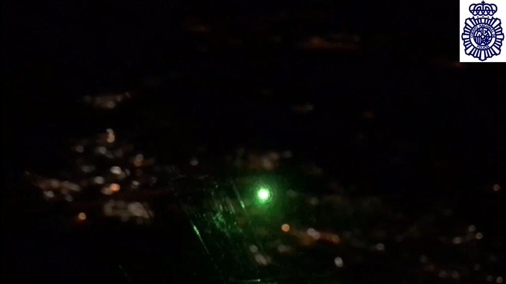 Jaque a un mirandés que deslumbraba a los aviones con láser