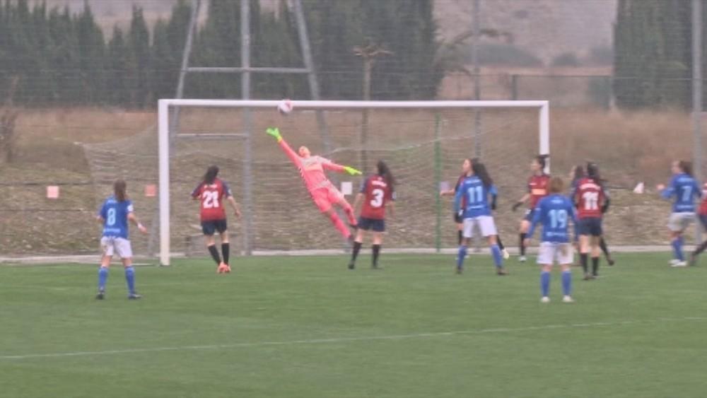 La portera rojilla, María Sampalo, evitó el empate asturiano con una gran parada