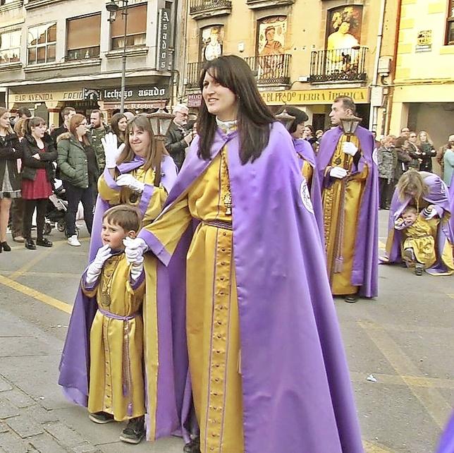 La hora y el corto recorrido invitaba a que los niños se uniesen al desfile procesional. DB
