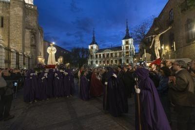 El Cautivo se encontró en la plaza del Ayuntamiento con el Cristo de la Vega Víctor Ballesteros