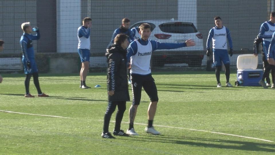 David García, que será titular frente al Sevilla, charla con Alkiza