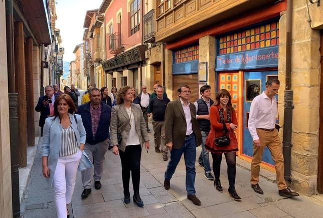 Mañueco promete internet para todos en Merindades