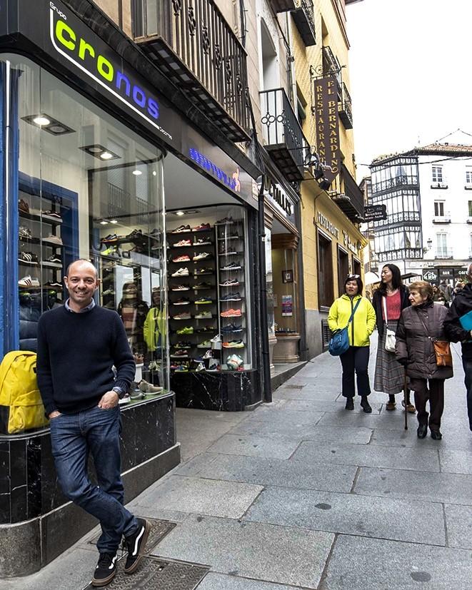 Ricardo Calvo, propietario de la tienda de deportes 'De carrerilla'.