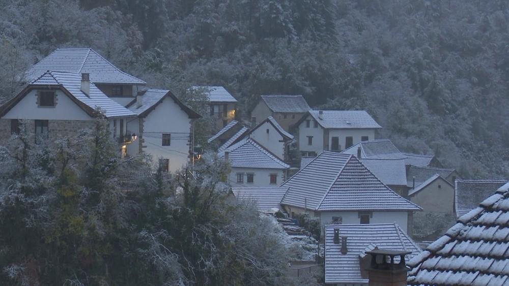 Fallan las previsiones y la nieve se adelanta en Uztárroz