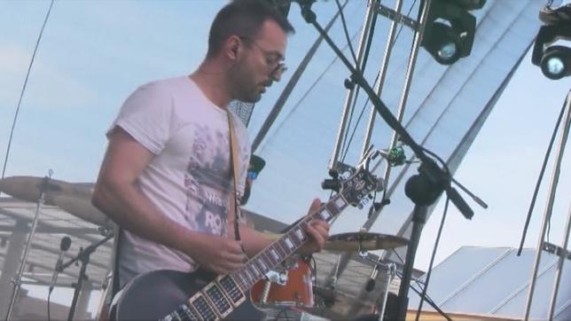 Guitarrista del grupo Moito!, ganador del concurso de bandas del festival NATV
