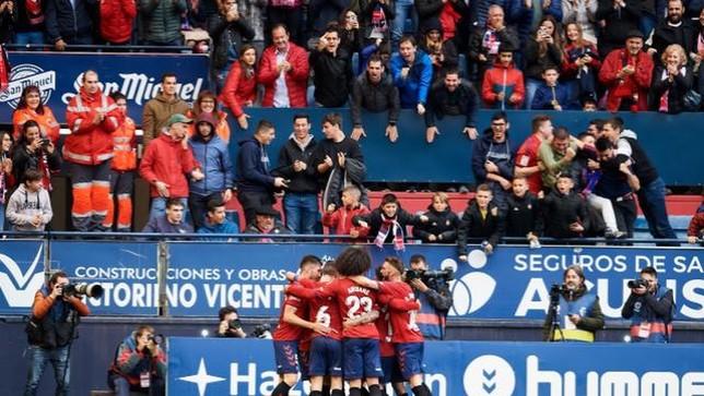 Los jugadores de Osasuna celebran el primer gol del partido LaLiga