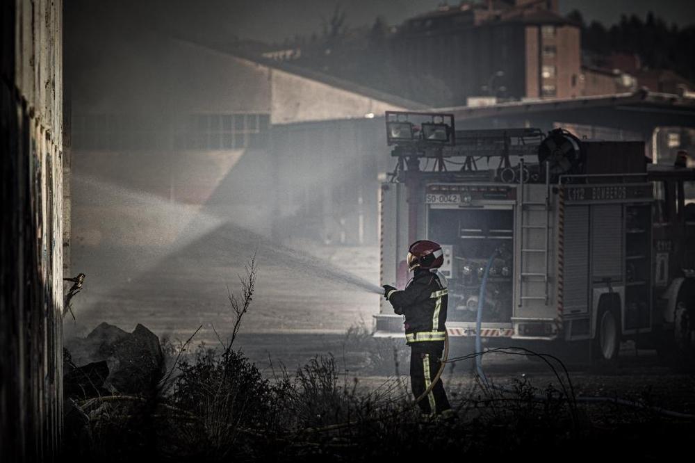 Incendio sin consecuencias en las naves abandonadas de Renfe